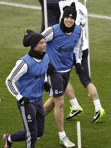 Cristiano Ronaldo e Kaká em ação durante atividade do Real neste domingo
