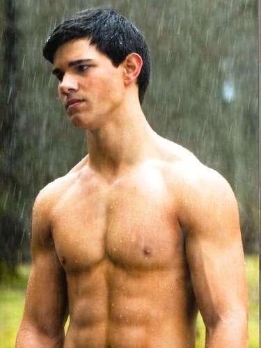 Lançado mundialmente como o lobisomem Jacob Black, da saga Crepúsculo, o americano Taylor Lautner foi muitas vezes criticado porque seu personagem frequentemente ficava sem camisa. O público feminino certamente não reclamou, e toda a malhação valeu a pena
