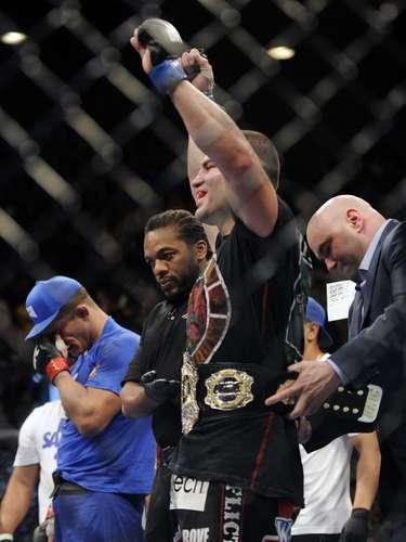Velásquez recuperou o cinturão dos pesados do UFC