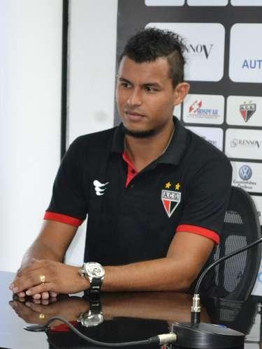 Atacante que estava no Avaí, Ricardo Jesus também foi apresentado pelo Atlético-GO