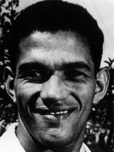 A 2ª posição na lista ficou com Mané Garrincha, maior ídolo da história do Botafogo. Importante no título da Copa de 1958, ele foi ainda mais decisivo em 1962 e só não continuou a ser decisivo por causa das lesões e dos problemas com álcool. Pelo time alvinegro ele conquistou dois títulos brasileiros e três cariocas