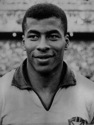 A 6ª posição ficou com Jairzinho. Ponta direita que substituiu Garrincha no Botafogo, ele tinha incrível capacidade de finalização, algo que o consagrou na Copa do Mundo de 1970. Fez grande sucesso no alvinegro, mas também foi campeão da Libertadores pela Cruzeiro, em 1976