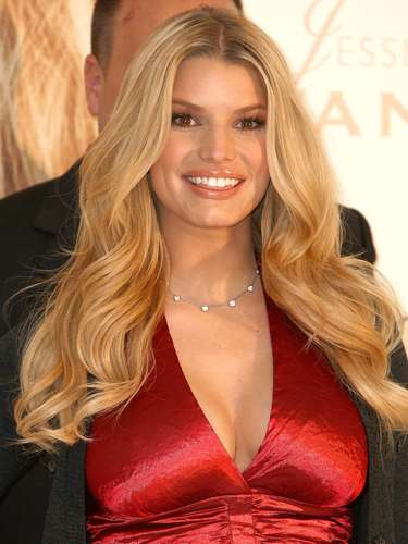 45ª: Jessica Simpson - cantora, ex-namorada do quarterback Tony Romo e noiva do ex-tigh end Eric Johnson