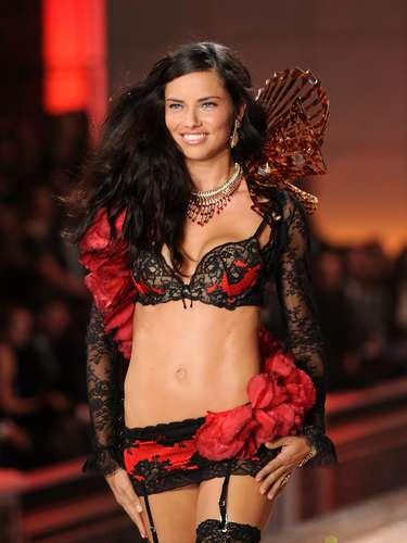 2ª: Adriana Lima - modelo, mulher do jogador de basquete Marko Jaric