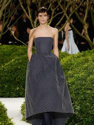 A feminilidade marcou o disfile deChristian Dior