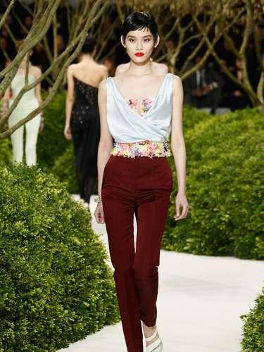 Cintura alta também foi uma das tendências apresentadas pela Dior