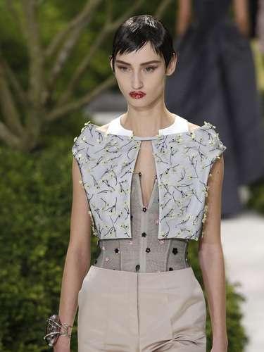A grife Dior se apresentou nesta segunda-feira na semana de alta-costura em Paris