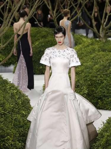 Grife Dior mesclou tons neutros com bordados