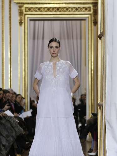 Christophe Josse levou sua nova coleção à semana de moda de alta-costura de Paris