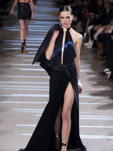 Alexandre Vauthier levou decotes, fendas e transparências ao seugndo dia da semana de alta-costura em Paris