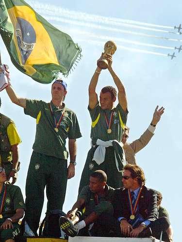 Campeão da Copa do Mundo (2002) Titular da Seleção com Leão, Rogério perdeu espaço com Felipão, mas foi à Copa do Mundo de 2002 como terceiro goleiro. Assim como Dida, ele não entrou em campo e viu Marcos brilhar na conquista do penta