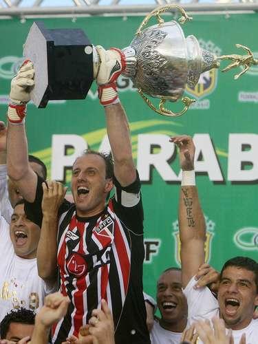 Tricampeão brasileiro (2008) Em uma reação impressionante, o São Paulo de Muricy Ramalho conquistou o tricampeonato brasileiro em 2008, dando mais um troféu ao capitão Rogério Ceni
