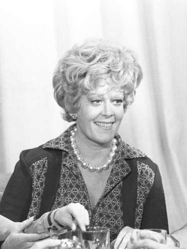 Morreu no Rio, aos 88 anos, a atriz Lídia Mattos. Ela estava internada no Hospital Espanhol, no Centro do Rio, devido a uma trombose na perna. Lídia também teve pneumonia. Ela fez novelas marcantes como 'O Bem Amado'