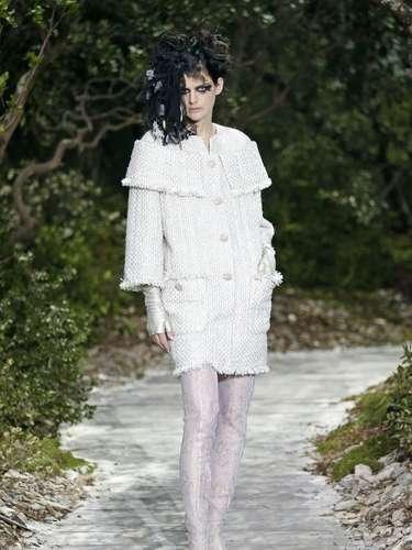Casaco com bolsos frontais foi apresentado pela grife Chanel