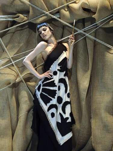A coleção da Franck Sorbier apresentou uma paleta de cores sóbrias, como preto e branco