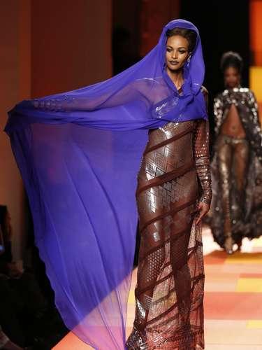 Jean Paul Gaultier levou indianas sensuais à passarela