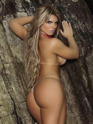 Carine Felizardo, a Miss Bumbum 2012, posou para a edição de fevereiro da revista 'Sexy' na praia de Riviera de São Lourenço, no litoral paulista. A gaúcha de 23 anos mostrou as curvas em poses sensuais