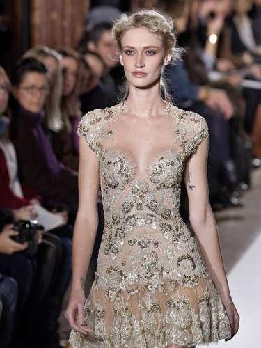 A modelo brasileira Viviane Orth também desfilou para a grife Zuhair Murad em Paris