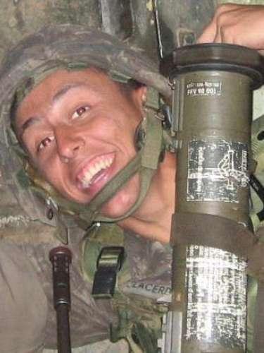 Natural do Rio de Janeiro, Leonardo Machado de Lacerda tinha 28 anos e era oficial do Exército, formado pela Academia Militar das Agulhas Negras (Aman) em 2007. Morava em Santa Maria e servia no 4º Regimento de Carros de Combate, em Rosário do Sul