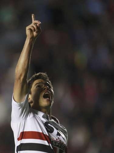 Osvaldo celebra depois de fazer o terceiro gol do São Paulo