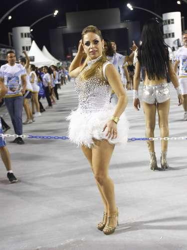 As escolas de samba de São Paulo fizeram mais um ensaio técnico para o Carnaval 2013 na noite deste sábado (2). Ellen Roche, Lorena Bueri e Graciella Carvalho são algumas das musas que estiveram no Anhembi se preparando para a folia do fim de semana que vem