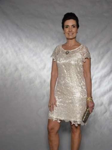 Para assistir à gravação do show de fim de ano de Roberto Carlos, a apresentadora manteve a escolha de um vestido de comprimento médio e pulseiras