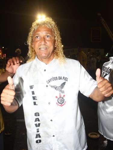Ex-jogador Biro Biro participou do desfile da Gaviões da Fiel