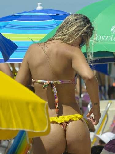 A praia de Jurerê Internacional, em Floripa, foi palco para um desfile de lindas mulheres, entre elas...