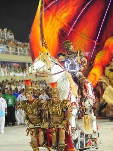 A escola também apresentou São Jorge e o dragão