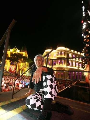 Cerca de sessenta mil foliões dançaram as canções e até se emocionaram, especialmente o público feminino