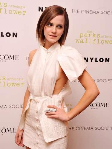 Até a recatada atriz Emma Watson já mostrou demais com vestidodecotado