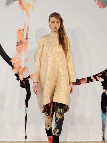 As modelos desfilaram com roupas grandes e volumosas criando um visual de selva metropolitana, na descrição feita pelos designers