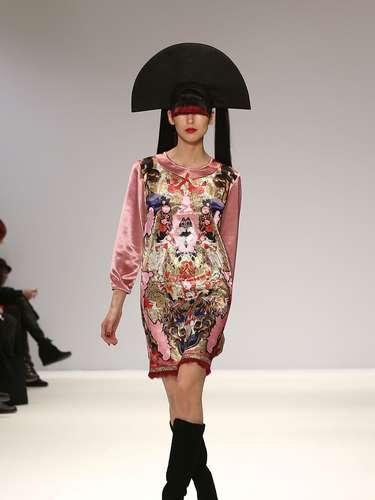 A semana de moda de Londres começou nesta sexta-feira (15) e, nas passarelas, são apresentadasas novidades para outono-inverno das principais grifes londrinas até o próximo dia 19