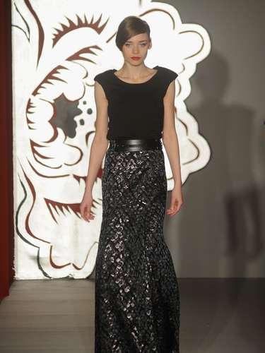 A grife italiana Paola Frani foi a primeira a desfilar nesta quarta-feira (20), abrindo a semana da moda outono-inverno 2013 de Milão