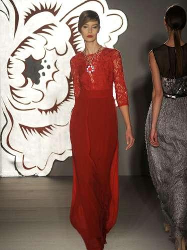 A proposta de Paola Frani para o outono-inverno 2013 é de um mix de cores, nada muito colorido. O preto e o branco foram base da coleção que também abriu espaço para peças vermelhas