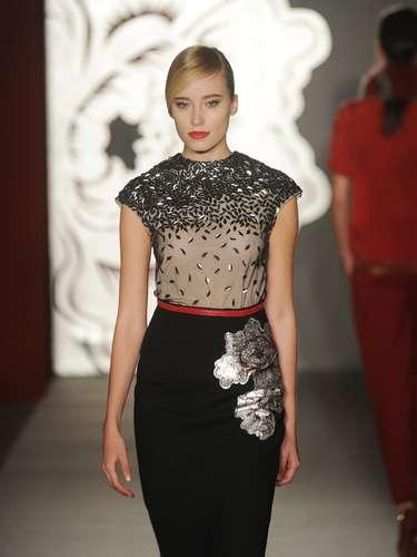 Assim como na coleção de 2012, a estilista italiana apostou na transparência, muito mais discreta dessa vez, nada ousado
