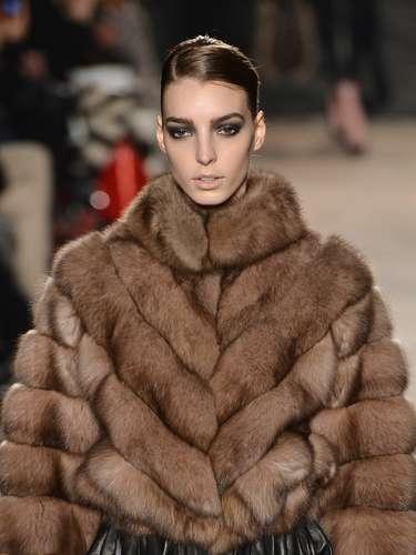 Em um desfile disputadíssimo, Ravizza mostrou porque é tão amada pelas mulheres de todas as idades que adoram casacos de pele