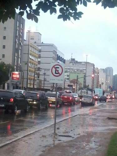 Problemas com semáforos foram registrados em diversos cruzamentos da cidade