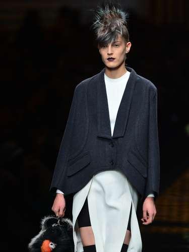 As fendas aparecem em diversos modelos de saias e vestidos