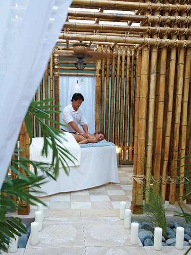 Radisson Aruba Resort, Casino & Spa, Aruba: o spa Larimar é um dos muitos pontos fortes que fazem do hotel um dos melhores de Aruba, com tratamentos com pedras coloridas do Caribe, massagens com rum e Aloe Vera, além de terapias para a pele, exfoliações e tratamentos desintoxicantes