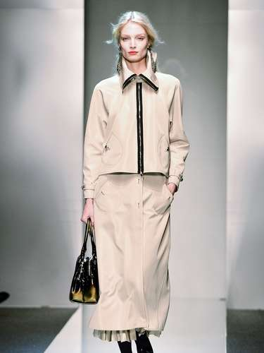 A coleção da grife seguiu um estilo sóbrio e elegante recheada de tailleurs e terninhos