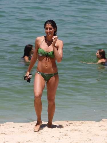 Apresentadora do canal GNT, Cynthia Howllet foi clicada após mergulho na praia do Arpoador