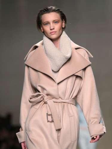 A marca também levou trench coats volumosos