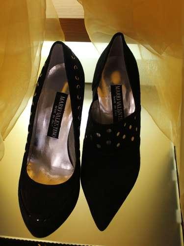 As tachinhas continuam aparecento tanto nas roupas quanto nos sapatos da grife