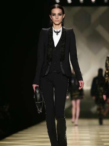 A Roberto Cavalli apresentou sua coleção neste sábado (23), durante a semana de moda de Milão. O vestuário masculino foi uma das inspirações para a coleção