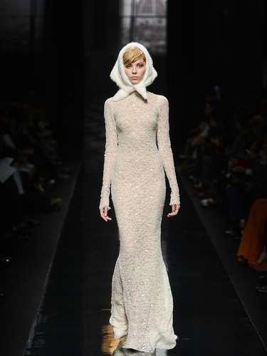 O grande final ficou por conta dos longos vestidos, em tecido finíssimo, que por pouco não deveriam estar desfilando na semana de alta moda