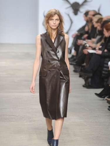 O couro apareceu também em vestidos