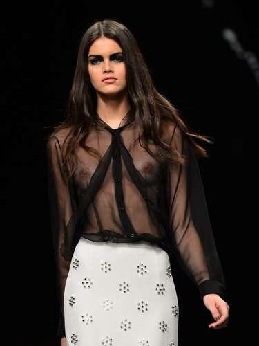 John Richmond abriu o penúltimo dia da semana da moda de Milão, nesta segunda-feira (25). Uma ótima surpresa para começar o dia de eventos, já quea mulher com estilo punk moderno da grife empolgou plateia