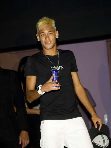 Neymar posou para os fotógrafos