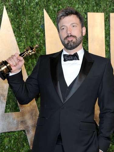 Ben Affleck exibiu o Oscar de melhor filme, 'Argo', o qual dirigiu